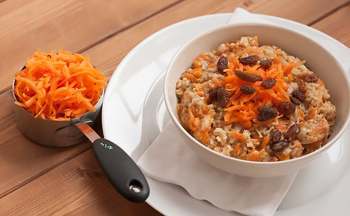Carrot-Cake-Oatmeal-w-measuring-cup-1