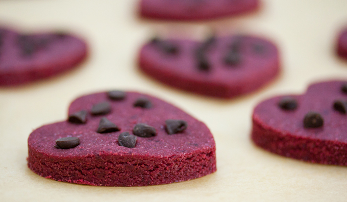 ... someone? Look no further than these skinny no-bake red velvet cookies