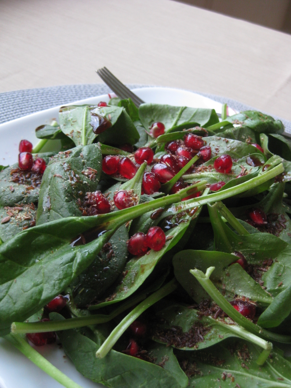 Super simple spinach and pomegranate salad - Deseed pomegranate less one minute video ...