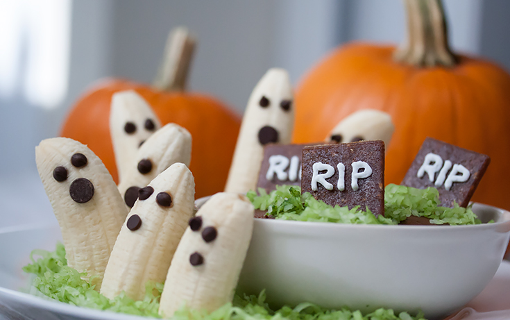 Banana-Ghosts-with-pumpkins