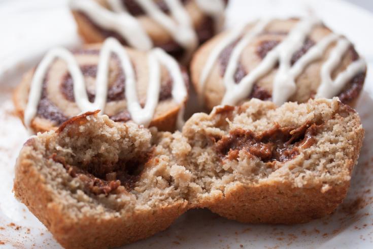Low fat, gluten free, vegan cinnamon roll muffins with cinnamon filling