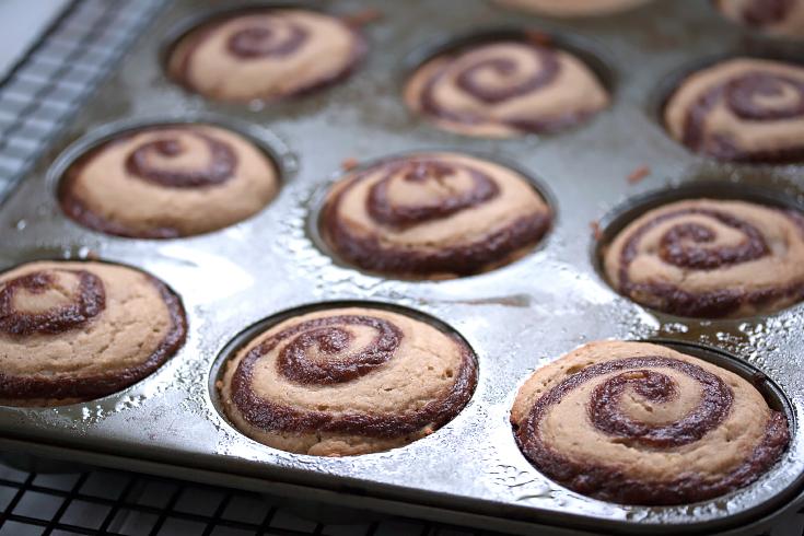 Skinny Cinnamon Roll Muffins (Gluten Free, Vegan, & Under ...