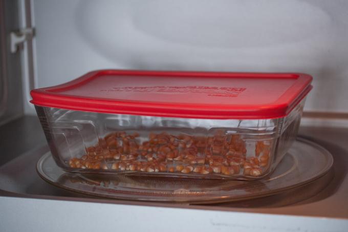 Unpopped-Popcorn-in-Microwave_5712